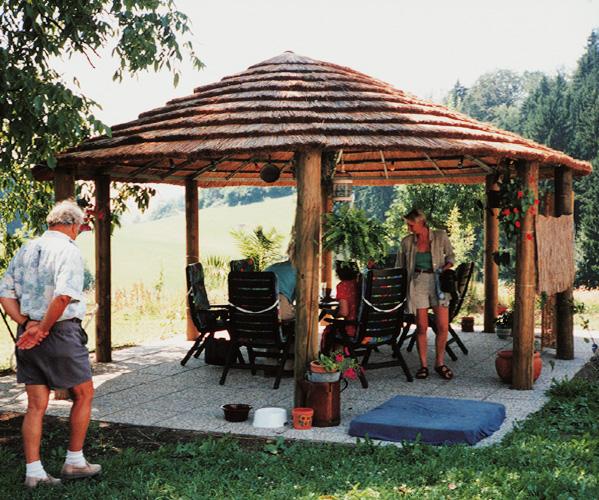 RIWO Reetschirm | Reetgedeckter Gartenpavillon aus Holz